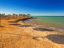 Sonnenschirme am Strand in Hurghada Ägyten