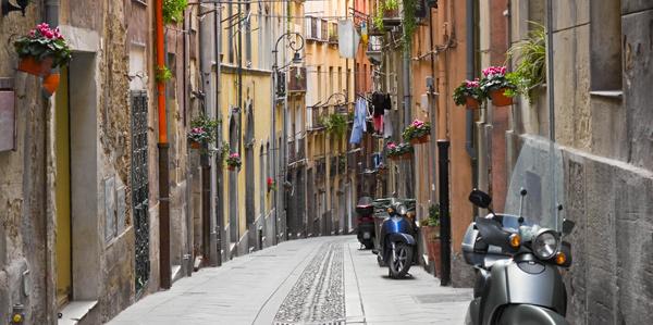 Loop door de smalle straatjes