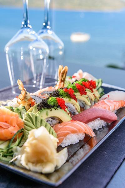 Sushi op mooi opgemaakt bord