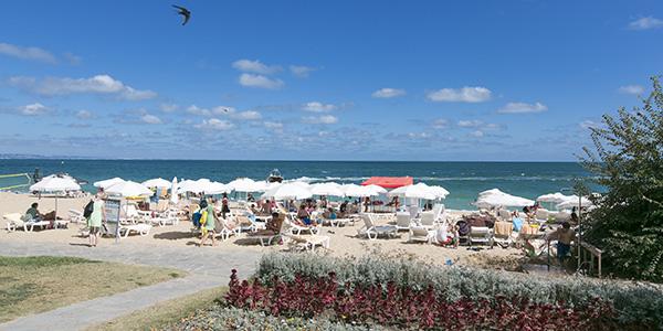 Het strand bij Golden Sands