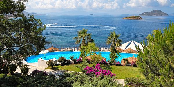 Kadikale Resort, zwembad met zee op de achtergrond