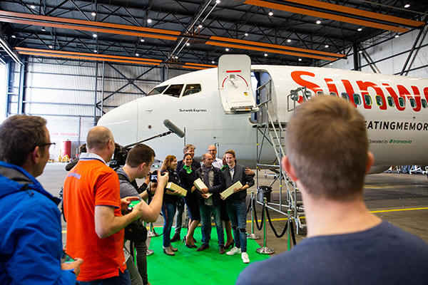 Bedenkers van de naam van het nieuwe vliegtuig voor het vliegtuig.